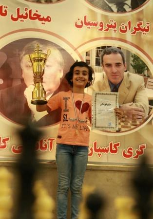 نازنین روشن قهرمان مسابقات رده سنی زیر 10 سال استان البرز شد